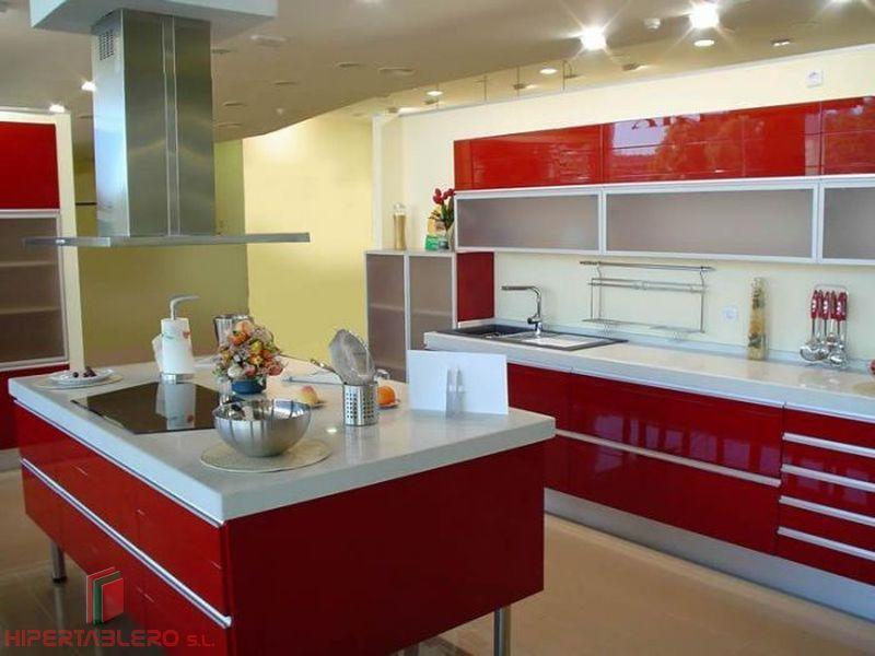 Cocina en laminado rojo alto brillo